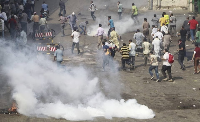 صور تُنشر لأول مرة لأحداث ميدان الجيزة ونفق الهرم أثناء مذبحة الفض 943027_10202477305914371_265114870_n