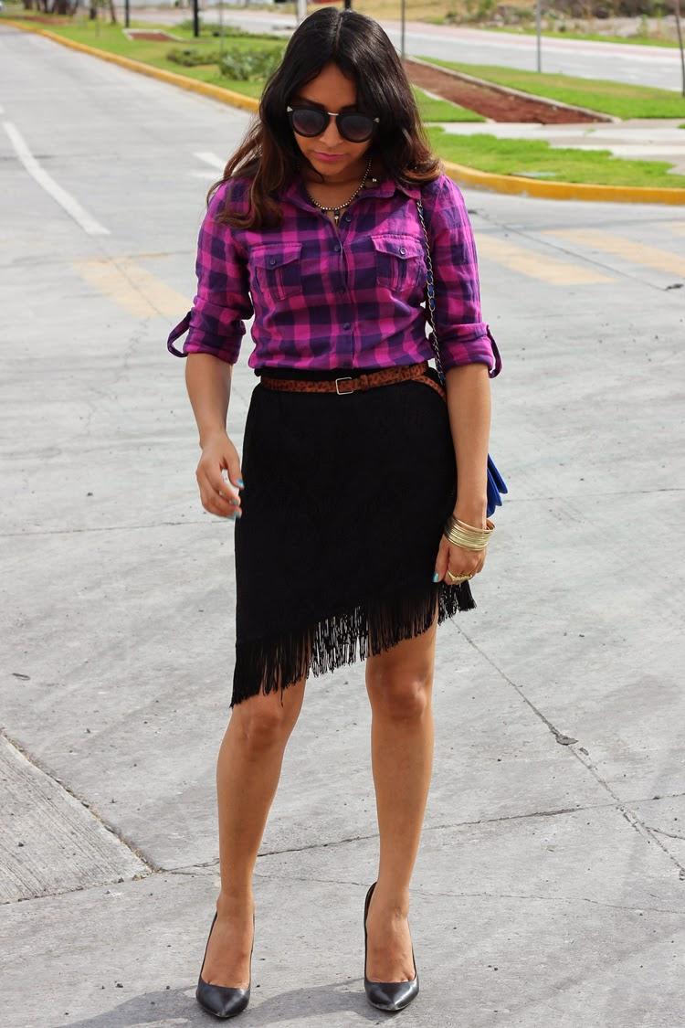 Fringe Black Skirt, Plaid Shirt, Walmart, Black heels, Zara, Black Sunglasses, Suburbia, Electric Blue Quilted Bag, Coppel, streetstyle, woman, girl, fashion, style, fashion blog, blogger,