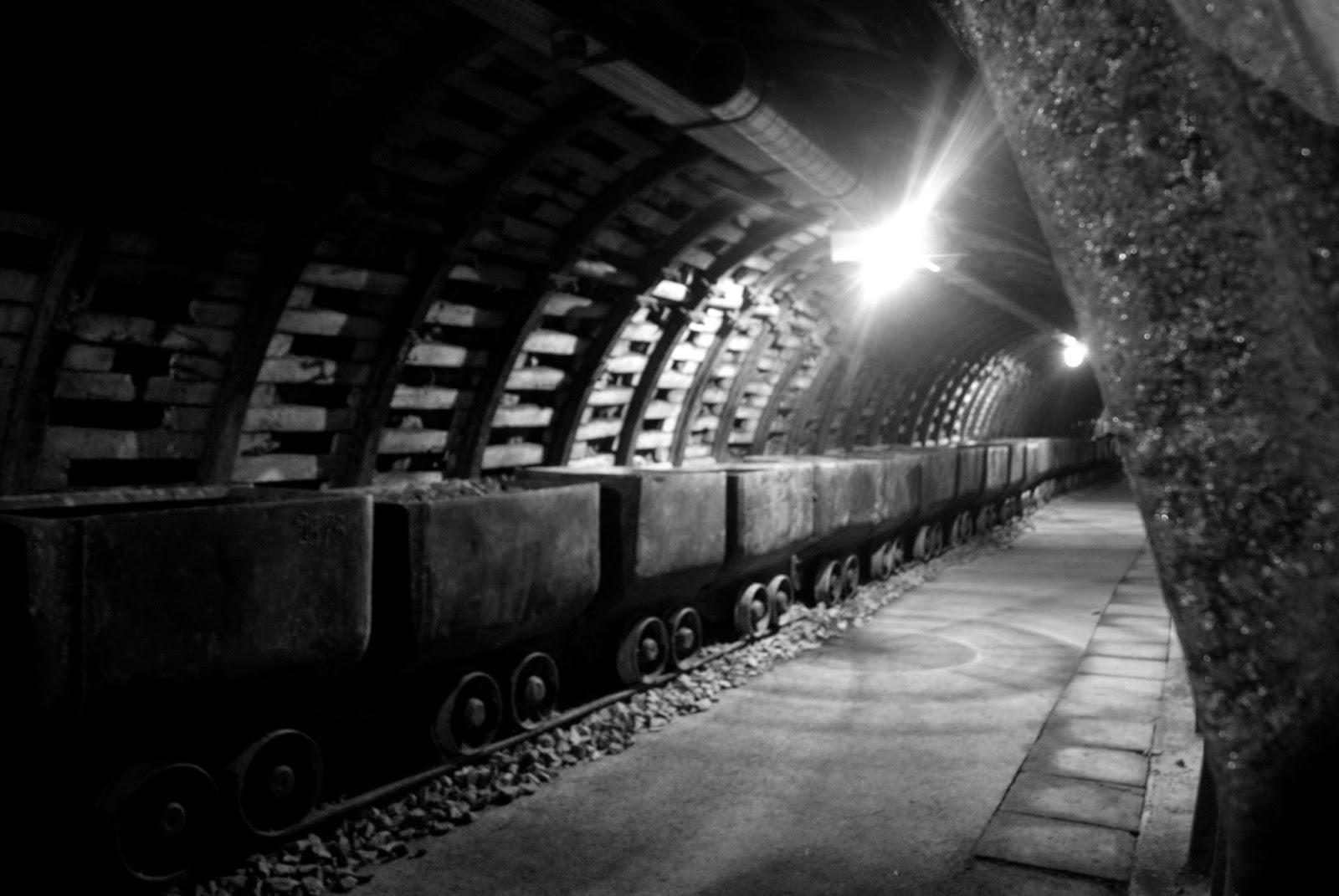 Stara Kopalnia Wałbrzych Marta Deląg photography bw train Fabryka Endorfin