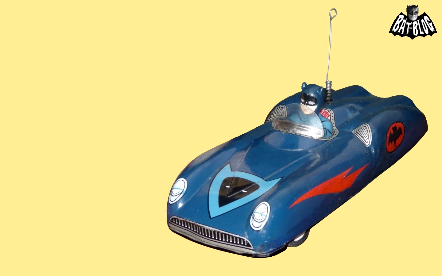 http://2.bp.blogspot.com/-tHU1BiZBNBk/Tdqk9TrkEMI/AAAAAAAAPOE/QEw3aLnJ2i0/s1600/batmobile-tin-toy-japan-batman-wallpaper-1.jpg