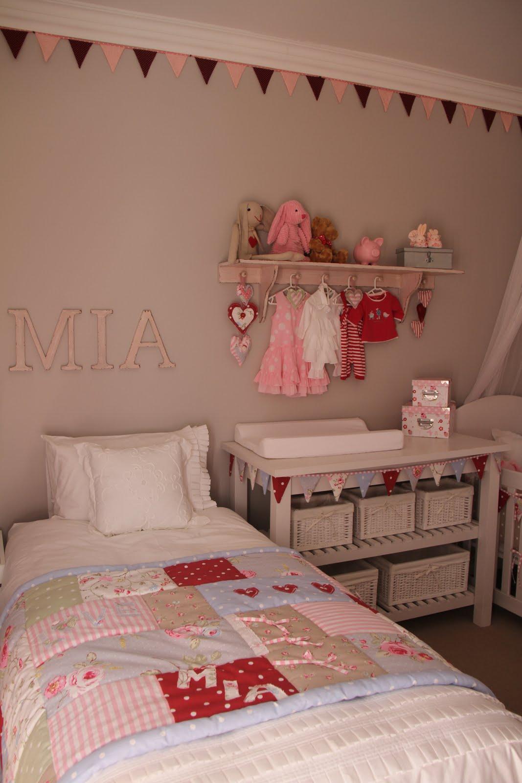 I Spy Pretty Our Baby Girl Mia S Diy Nursery