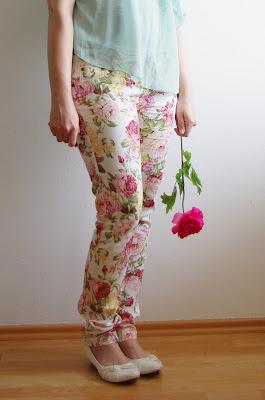 Outfit geblümte Hose