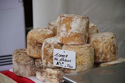 quesos artesanos en el Barrio de Montmartre. Blog Esteban Capdevila