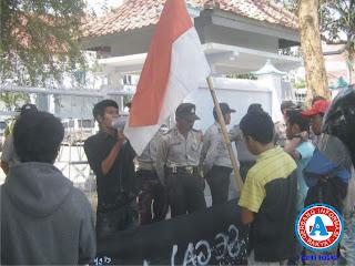 HMPD - Mataram Demo Tolak  Segala Bentuk Tambang di Dompu