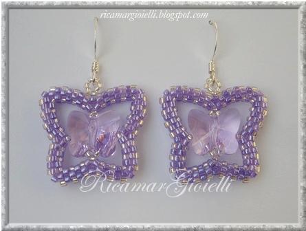 orecchini a forma di farfalla realizzati in peyote