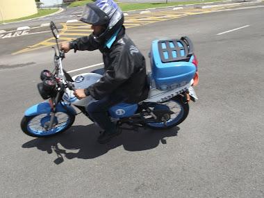 Mário, com sua Cargo 125