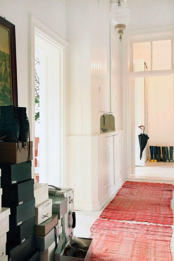 tapis ser un couloir caract rielle. Black Bedroom Furniture Sets. Home Design Ideas
