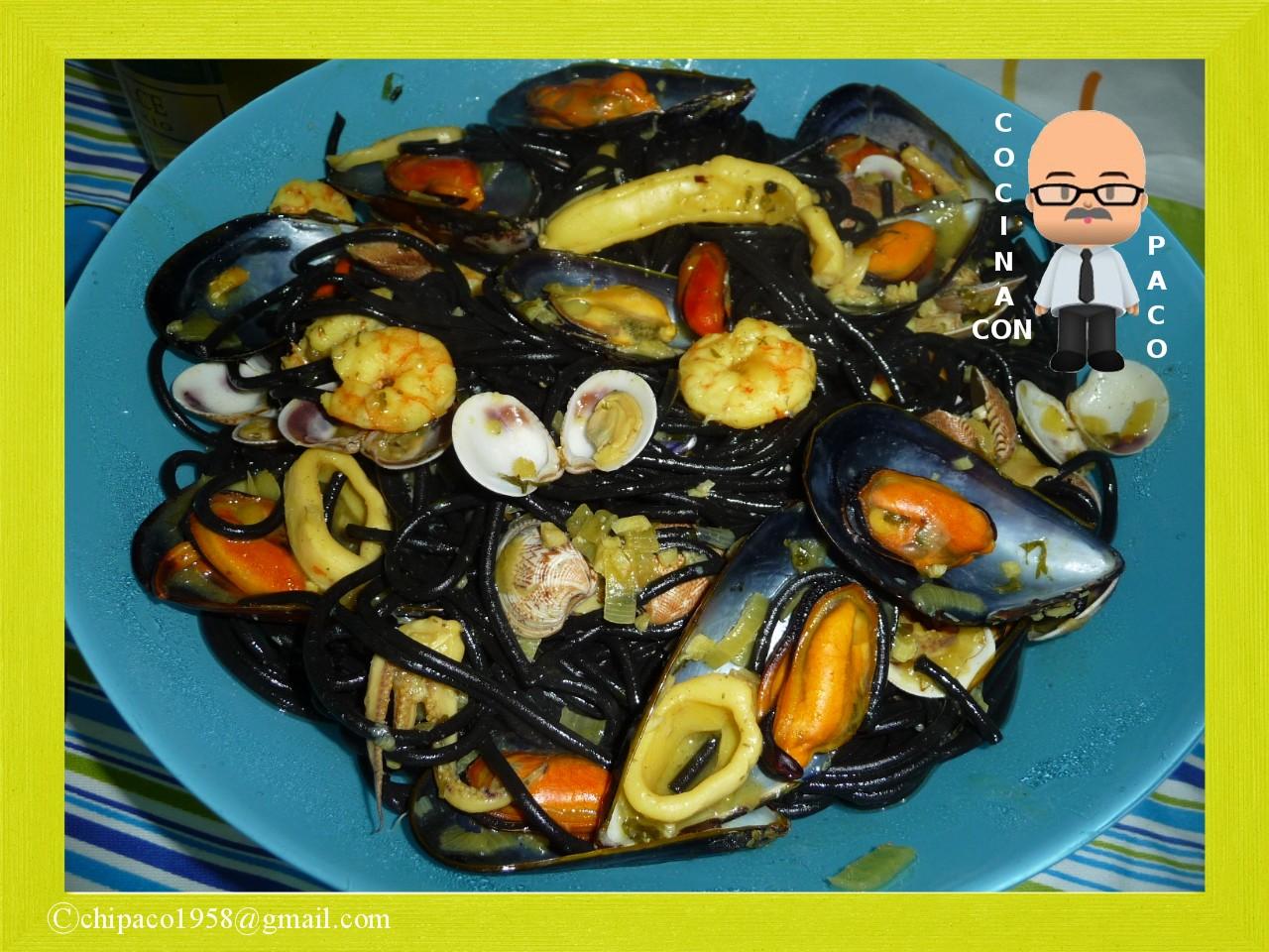 Cocina con paco espaguetis negros a la marinera - Espaguetis con chirlas ...