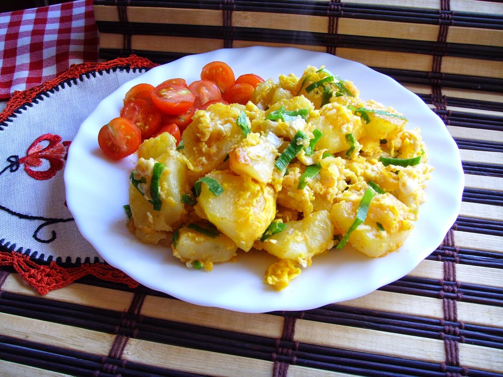 Kuchnia Z Widokiem Na Ogrod Zapiekane Ziemniaki Z Jajkami I Zielona