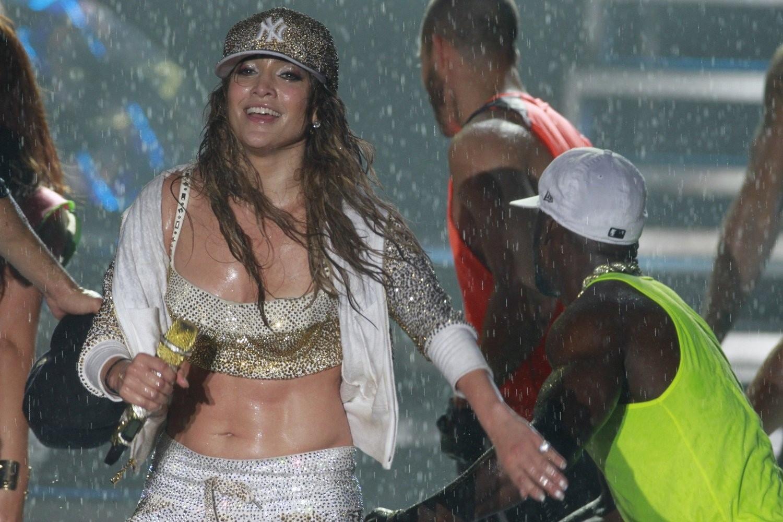 http://2.bp.blogspot.com/-tINb_etptf0/T_M9JZv1wLI/AAAAAAAAJTc/nhR16naMXJc/s1600/Jennifer+Lopez+Wet+-+Arte+Music+Festival+in+Brazil+07.jpg