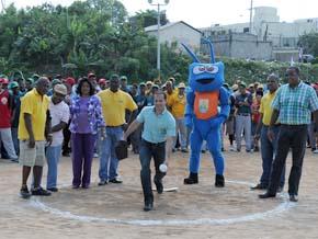 Inaugurado campeonato softbol en el play El Hoyo; participan 54 equipos