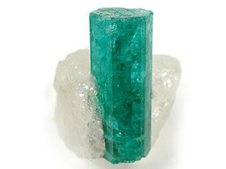 Mengenal Fakta Batu Zamrud