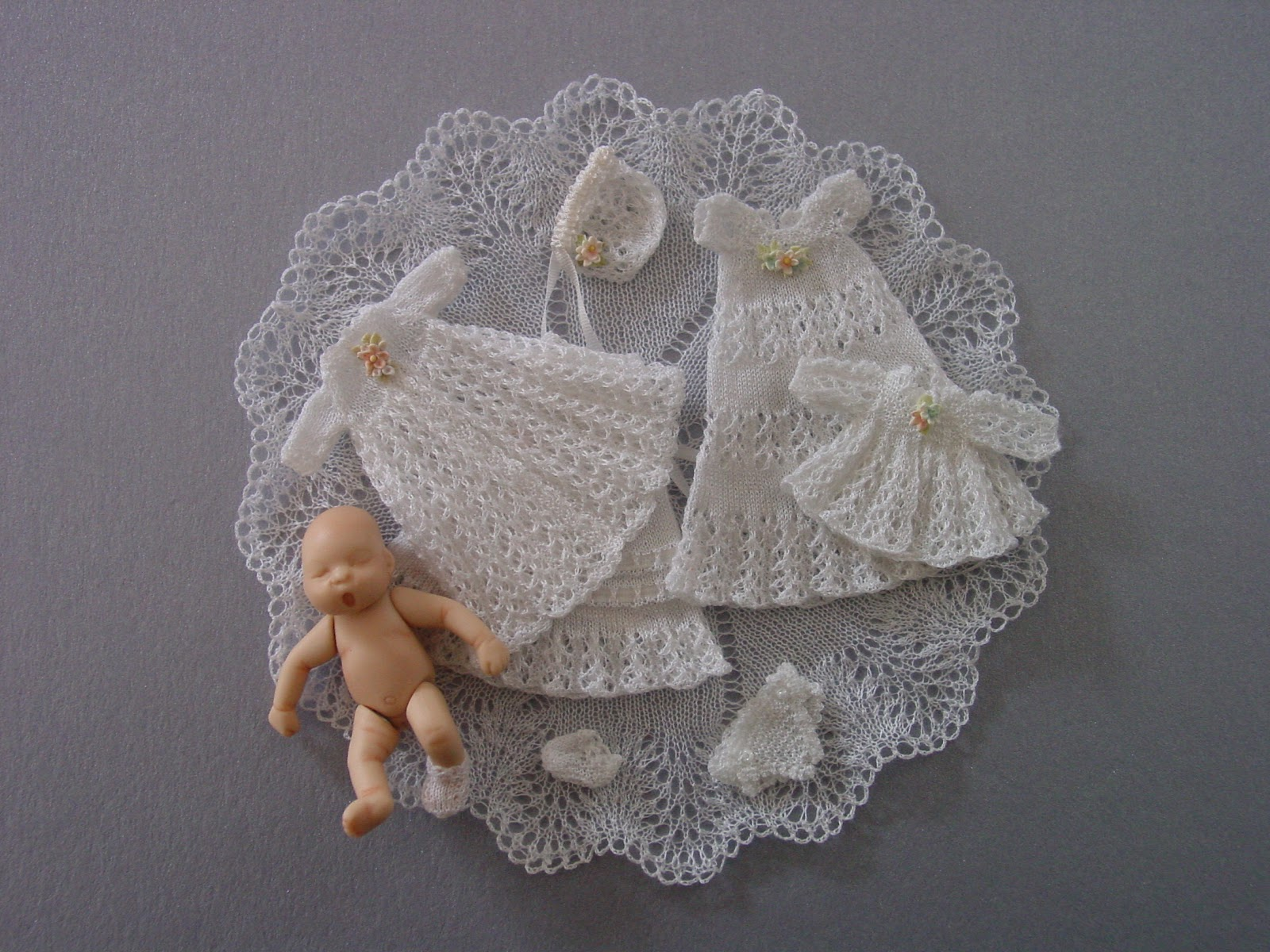Chrystals Designs: Miniature Knitting Patterns Belly Button Baby