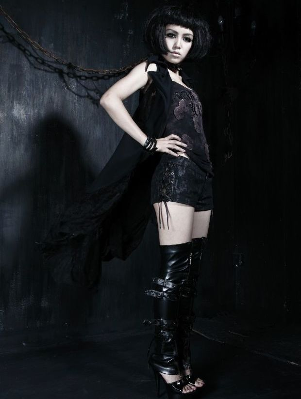 Alternative Black Sleeveless Gothic Long Coat for Women
