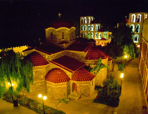 Ιερά Μονή Αγίων Αυγουστίνου Ιππώνος και Σεραφείμ του Σάρωφ, Τρίκορφο Φωκίδος
