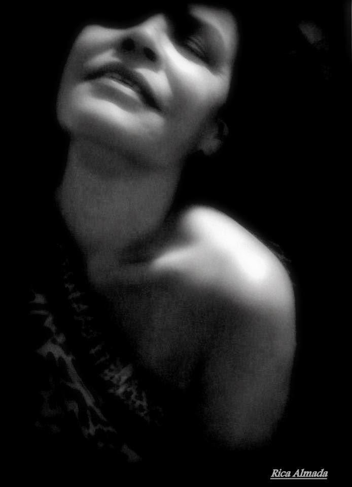 De todos os seus sonhos e desejos não relados, o amor, sentimento que temos e  supera quaisquer outros..., é sublime. Doe-se sem reservas, Não faça com que algo tão lindo, torne-se sujo por este medo que oprime. Ame e se deixe amar. *Prosa Poética de nº. 73 . *(Amor Sem Medo.)* Autoria: Rica Almada Direitos Autorais protegidos pela Lei 9.610 de 19/02/98