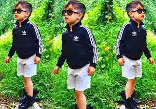 Foto anak cowok keren dengan gaya busana santai tapi asyik