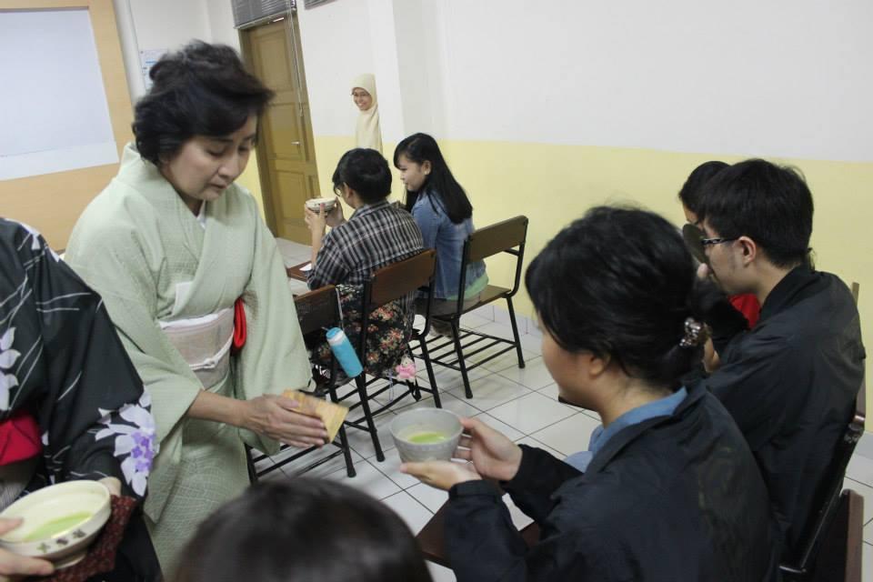 tea in japan essays on hist of chanoyu Tea in japan: essays on the history of chanoyu by paul varley (editor), kumakura isao (editor) starting at $799 tea in japan: essays on the history of chanoyu has 1.