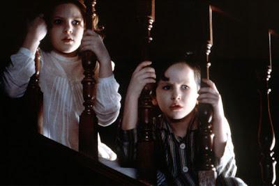 Escena del terror psicológico de 'Los Otros' (2001), de Alejandro Amenábar
