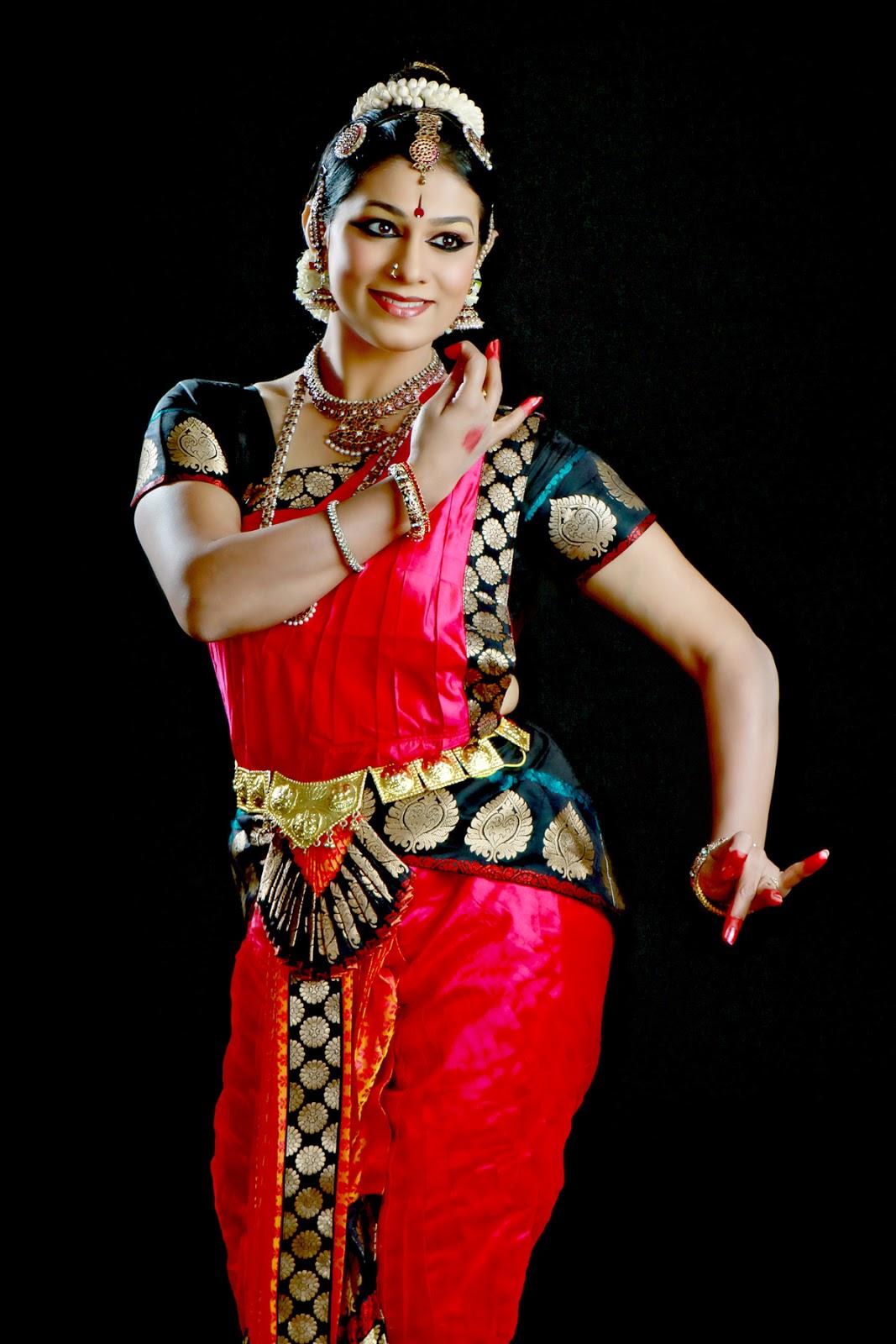 Shobana Bharatanatyam Costume | www.pixshark.com - Images ...