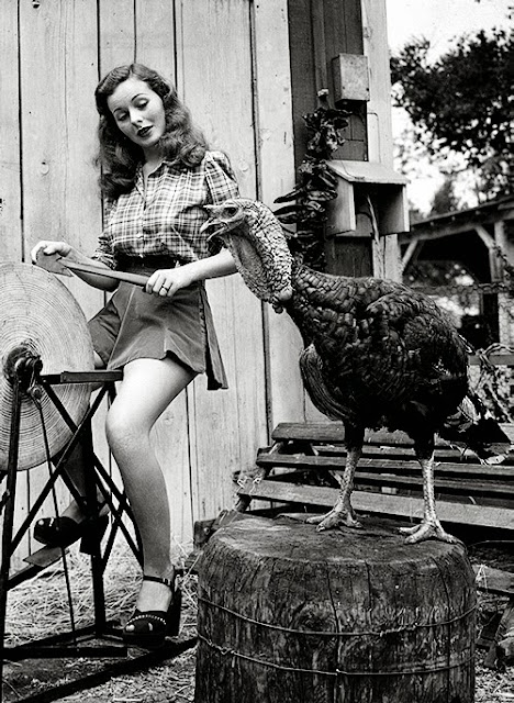 jeanne crain with turkey 1946