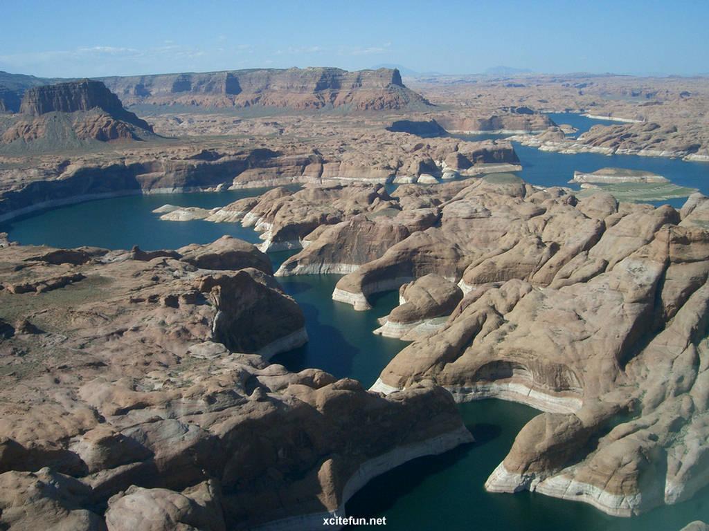 http://2.bp.blogspot.com/-tLEXgZbU3cA/TgQO3RDhTgI/AAAAAAAAA2Y/3oS4VZT6Bps/s1600/Lake+Powell+Reservoir++Utah+-+Arizona+%25283%2529.jpg