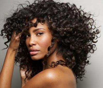 potongan rambut wanita keriting parah
