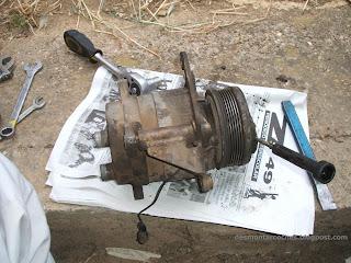 Desmontar correa del compresor aire acondicionado Volkswagen Golf