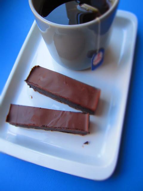 Schokolade mit Cranberries und Tee