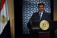 يؤدي الرئيس المصري المنتخب محمد مرسي قسم اليمين السبت امام المحكمة العليا الدستورية، بعد جدل مع المجلس العسكري بشأن الالية الواجب اتباعها لنقل السلطة.