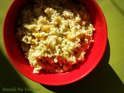 sałatka ryżowa z porem i kukurydzą