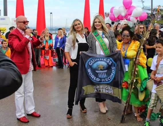 Marcela Baccarim desfila na Maior Passarela do Mundo