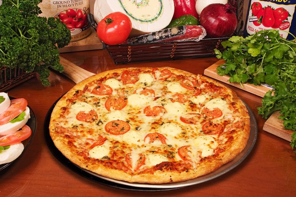 Formaggio e Pomodoro: tomate, azeite de oliva e queijo parmesão ralado.