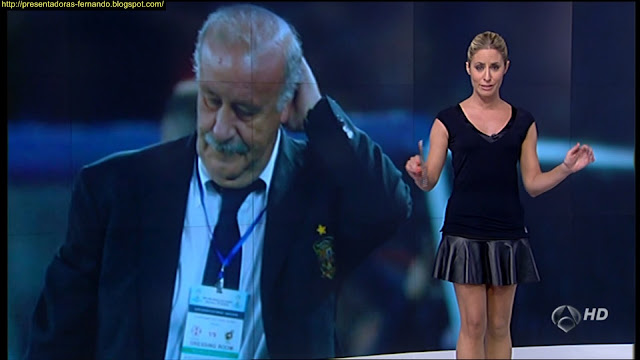 Ainhoa Arbizu minifalda cuero