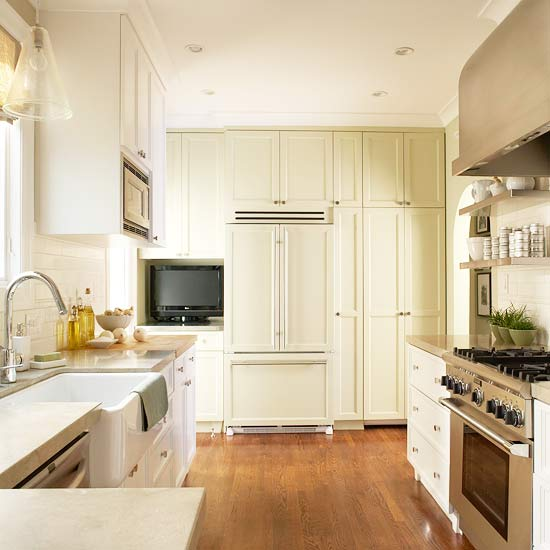 The Granite Gurus: Whiteout Wednesday: 5 Warm White Kitchens