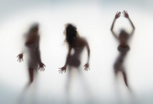 stunning girls shadow wallpaper