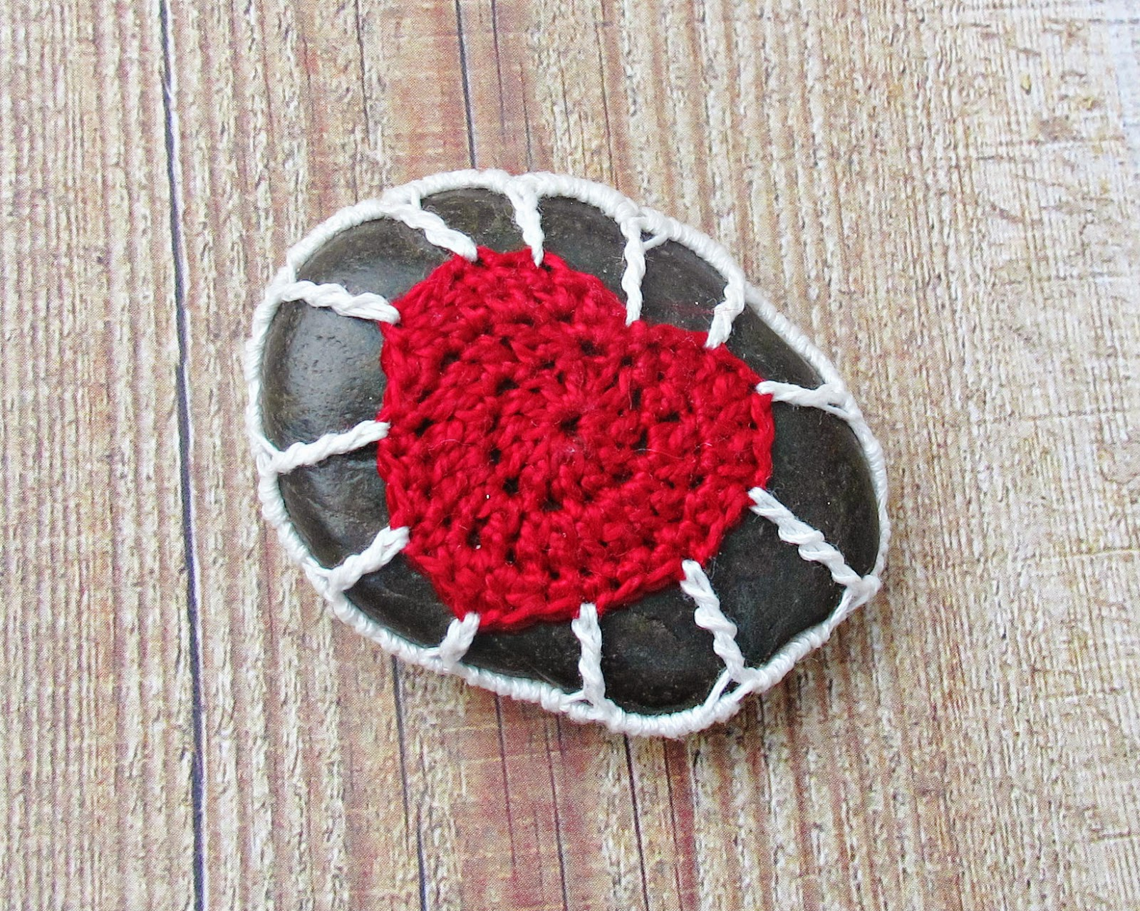 image crochet pebble cozy magnet red heart white love domum vindemia stone fridge