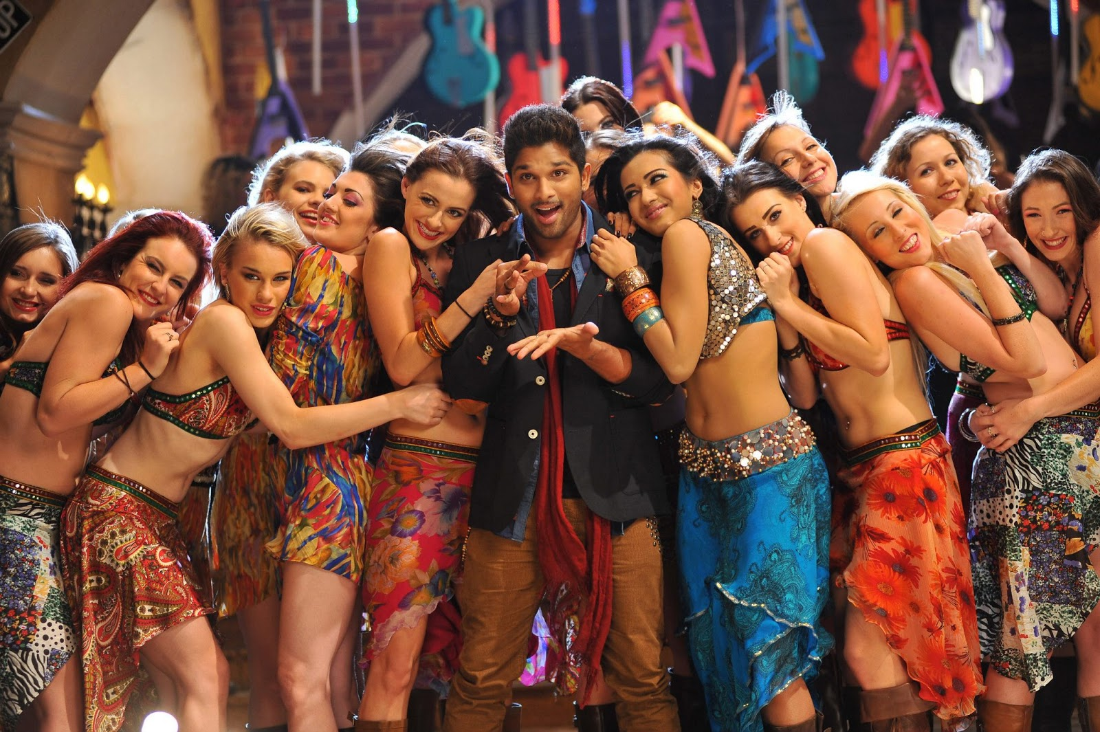 Iddarammayiltho Top Lesi Poddi Song Stills (3)