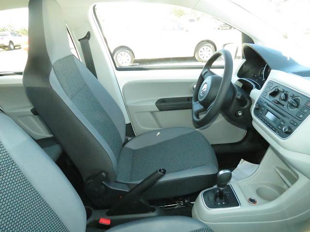 Volkswagen up! I-Motion - espaço dianteiro
