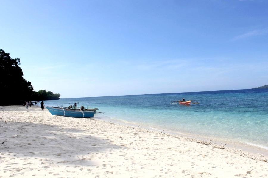 Pantai di Pulau Lihaga, Sulawesi Utara. ZonaAero