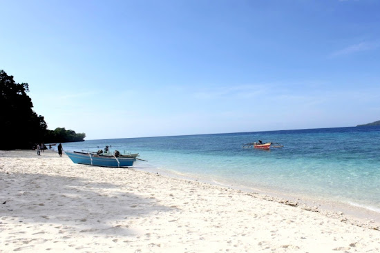 Beach in Lihaga Island, North Sulawesi, Indonesia. AeroTourismZone