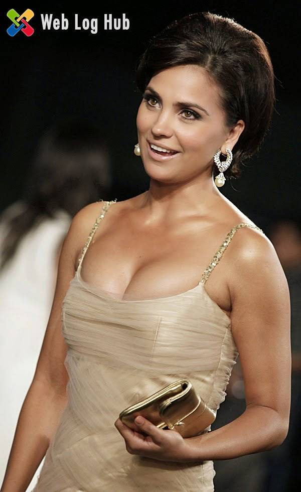 Miss Universe Actress Lara Dutta Bhupathi Exposing Her Boobs in a Function - Web Log Hub