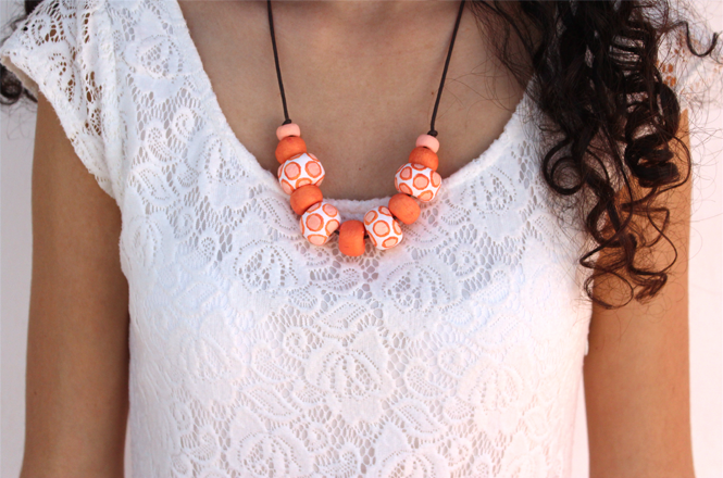 http://curlymade.blogspot.pt/2014/05/diy-clay-beads-necklace.html