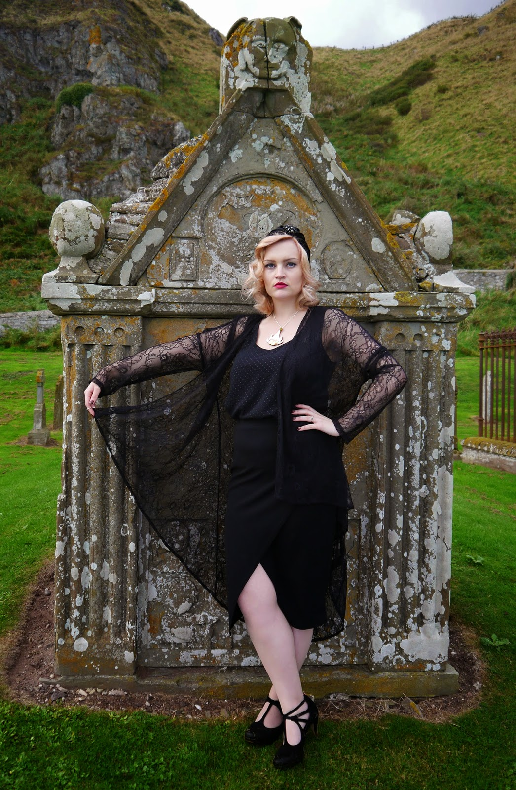 spiritual medium, psychic, the coven, witch, fashion, peach hair, turban, 1920s, flapper, poisonous flowers, scottish bloggers, scotstreetstyle, Kimberley festival, dame, goth, trend, fashion shoot, scotland, graveyard