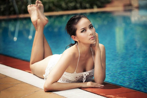 Girl Bikini Phan Nhu Thao sexy poolside