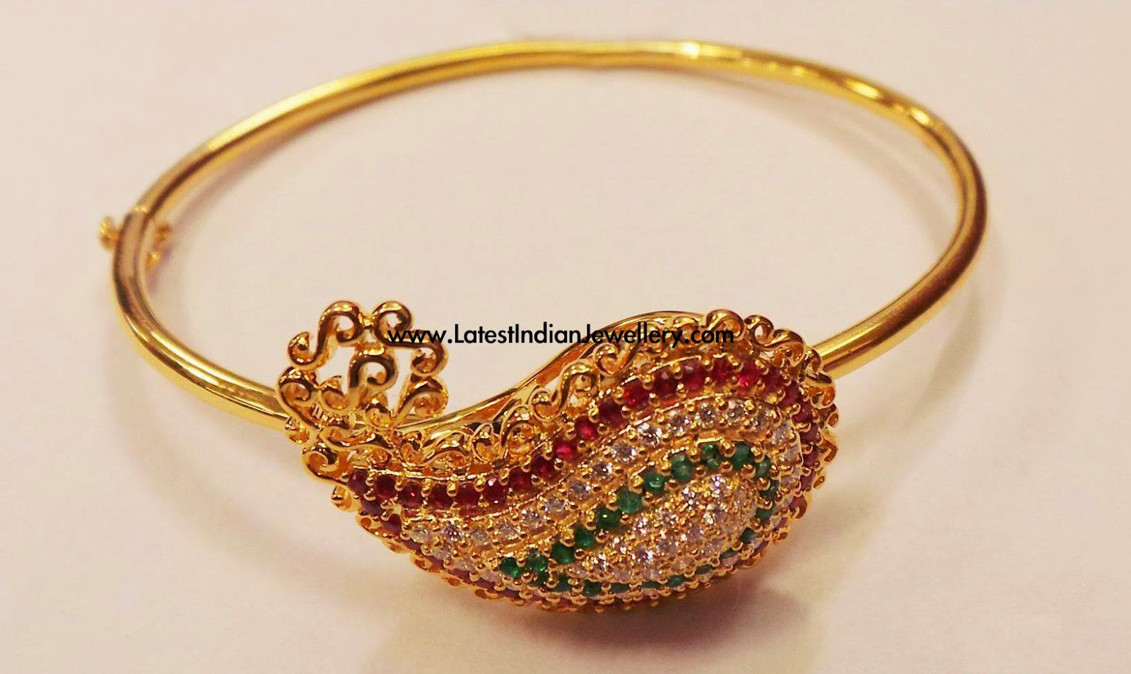 Diamond Bracelet in Paisley Design