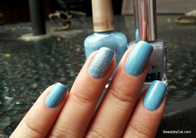 baby-blue-nails-crakle-silver