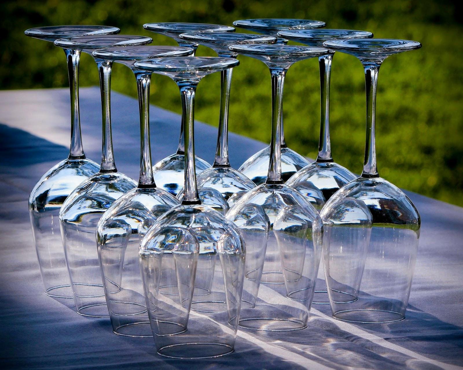Οικολογική λύση για τα άλατα στα κρυστάλλινα ποτήρια σας