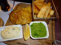 Prato Típico Irlandês: Fish and Chips - Traditional Irish Dish
