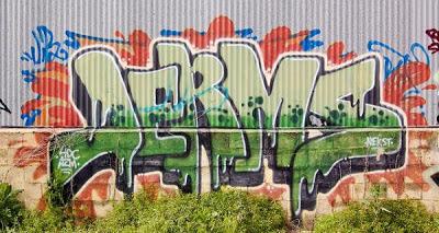 graffiti-writing-in-the-wall